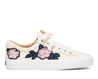 รองเท้าผ้าใบ สีขาว